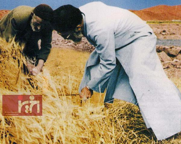 عکس جالب و منتشر نشده از رهبر انقلاب