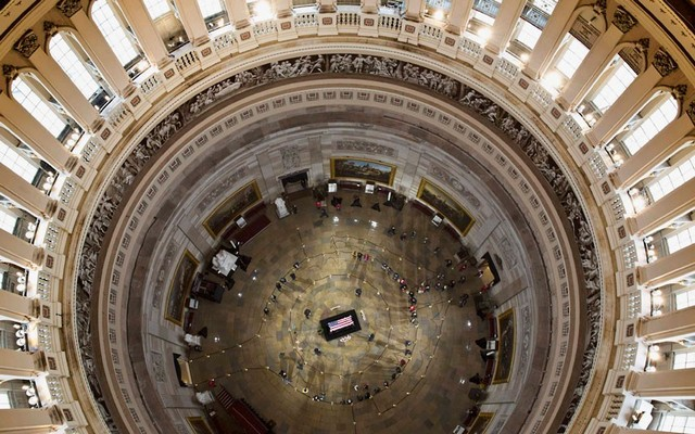 مراسم تشییع یکی از سناتورها در ساختمان کنگره آمریکا