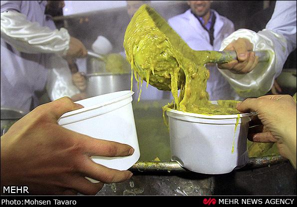 Image result for طبخ بزرگترین آش نذری جهان در شیراز آغاز شد