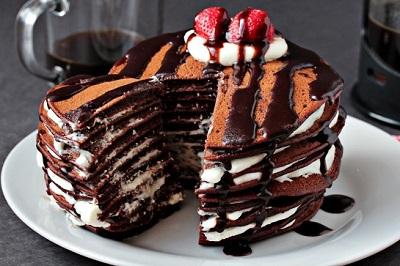 یک صبحانه لذیذ و انرژی زا با پن کیک شکلاتی! +عکس